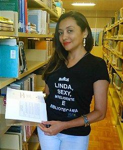 LINDA, SEX, INTELIGENTE E BIBLIOTECÁRIA
