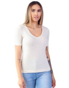 T-Shirt Viscolinho Decote V Flor de Lis Off Natural