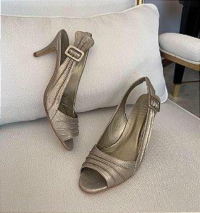 Chanel De  Couro Pelica Com Fivela Encapada Salto Médio