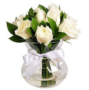 Rosas brancas no vaso