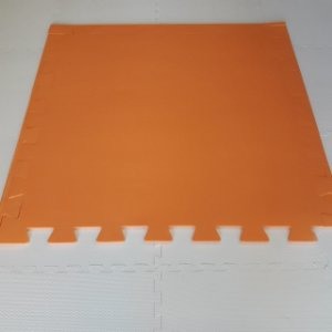 Tatame Laranja 1,04m X 1,06m X 15mm + 3 Bordas de Brinde