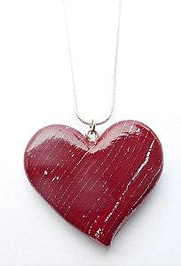 Colar coração em vermelho marsala