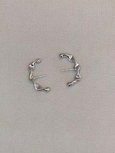 Brinco Ear Hook Juliette M Ródio Branco