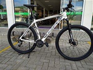 Bicicleta Aro 29 Usada First Atrix 21 27V Branco/Preto Cli: *