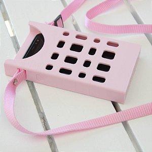 Porta Celular Básico Rosa Claro Vazado Decote Frontal