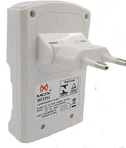 Carregador Mox Com 4 Pilhas:  2 AA 2600 mah + 2 AAA 1000 mah Recarregável  MO-CP53