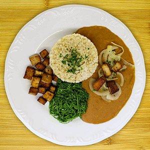 Tofu acebolado com tutu (vegano)