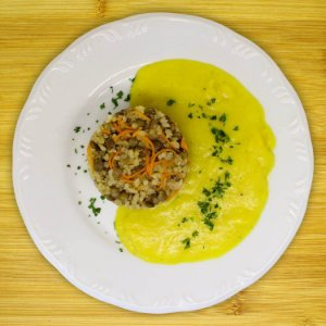 Arroz com lentilha e creme de batata-baroa (vegano)