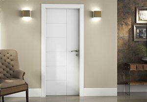 Kit Porta Pronta em Poliéster Branco 2100x800x140 com fechadura e dobradiça (aplicação em paredes de alvenaria)