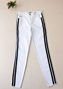 Calça jeans branca detalhe preto - Villon