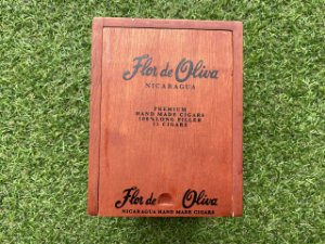 Charuto Flor de Oliva Premium Robusto - Caixa com 25