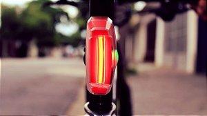 Lanterna Xeccon Mars 60 com luz de freio automática