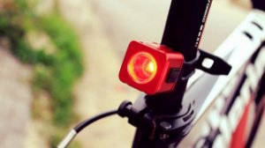 Lanterna Xeccon GEINEA III com luz de freio automática