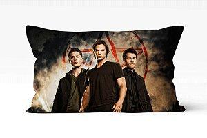 Almofada Supernatural com os irmão Winchester só na Minha Marcka