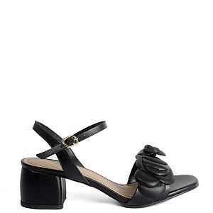 Sandália com camélias salto bloco Cláudia Mourão preta