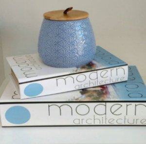 Pote Decorativo Cerâmica Azul com Tampa de Madeira