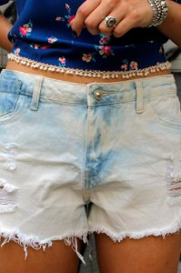 Short Jeans Destroyed Cintura No Lugar