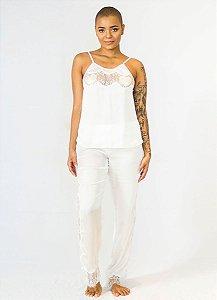 Pijama Seda Off-White e Renda Lateral