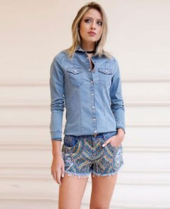 short jeans frente bordado manual pedras villon