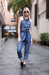macacao jeans com bordado pedras decote
