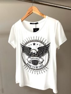 T-shirt bordada pedras aguia rock and roll