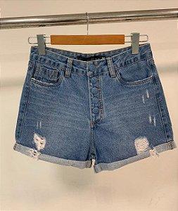 Short jeans mom botão encapado