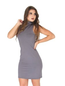 Vestido Gola Alta justo curto colado liso sem manga.