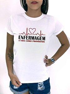 T-SHIRTS FEMININA POLIÉSTER OFF ENFERMAGEM PRIORIDADE