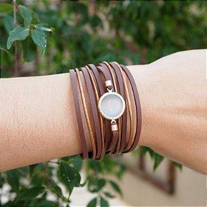 Pulseira bracelete de couro feminina camurça marrom e couro bronze detalhe madrepérola resina folheada a ouro 18K hipoalergênico