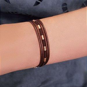 Pulseira de couro feminina fio e camurça marrom detalhes efeito fosco folheada a ouro 18K hipoalergênico
