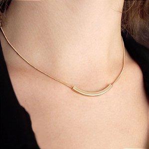 Colar minimalista detalhe geométrico folheado a ouro 18K hipoalergênico