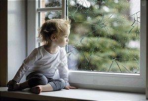 Película de segurança e antiestilhaçamento para vidros