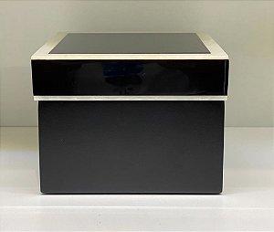Caixa quadrada preta com madrepérola