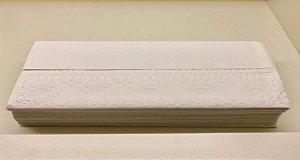 Toalha de papel trevo bordada