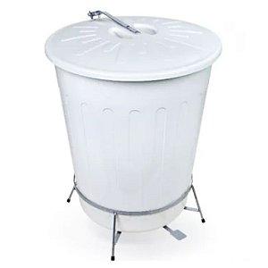 Lixeira plástica branca 100 litros com armação e pedal em aço