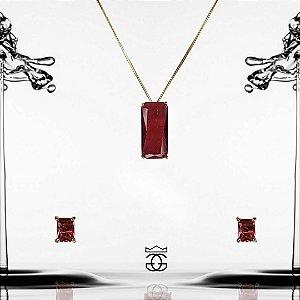 Conjunto colar e brincos com pingente cravejados em zircônias vermelhas em forma retangular banhado em ouro 18k + esmalte