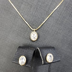 Conjunto colar e brincos com pingente cravejados com zircônias em forma de gota banhado em ouro 18k