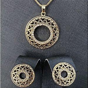 Conjunto colar e brincos com pingente em forma circular cravejados com microzircônias  banhado em ouro 18 k