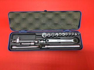 Jogo de Soquete estriado encaixe 1/4 c/ acessorios  de 4 a 13 mm c/ 17Pçs