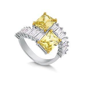 Anel com retangulos de zircônias no tom diamante amarelo e navetes.