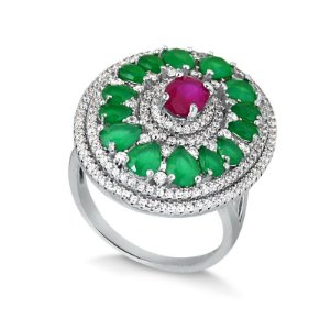Anel em ródio com zircônias nos tons esmeralda, rubi e cristais