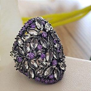 Anel mistic, banho em ródio negro e cravação em zirconias em tons violeta  e rose.