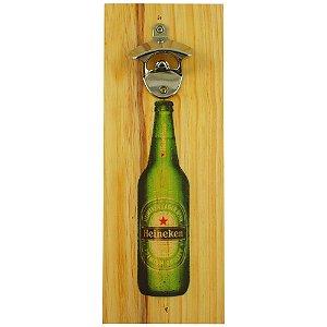 Abridor de parede Heineken em madeira com desenho da garrafa