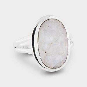 Anel Oval Trabalhado em Prata 925 e Pedra da Lua