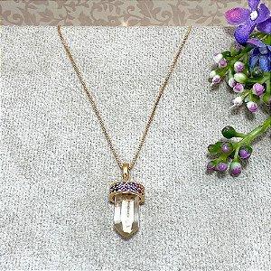Colar com Pingente em forma de cristal com Zircônias Multicoloridas Semijoia Ouro