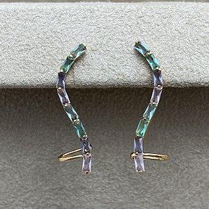 Brinco Ear Cuff Curvo com Pedras Coloridas Semijoia Ouro