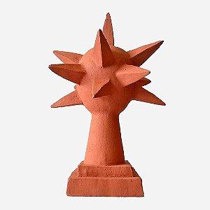 Escultura ouriço no pedestal em cerâmica natural