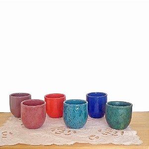Conjunto com 6 copos coloridos em cerâmica vitrificada