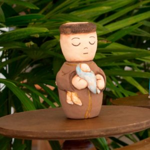 Escultura de Santo Antônio em cerâmica
