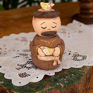 Escultura de São Francisco em cerâmica